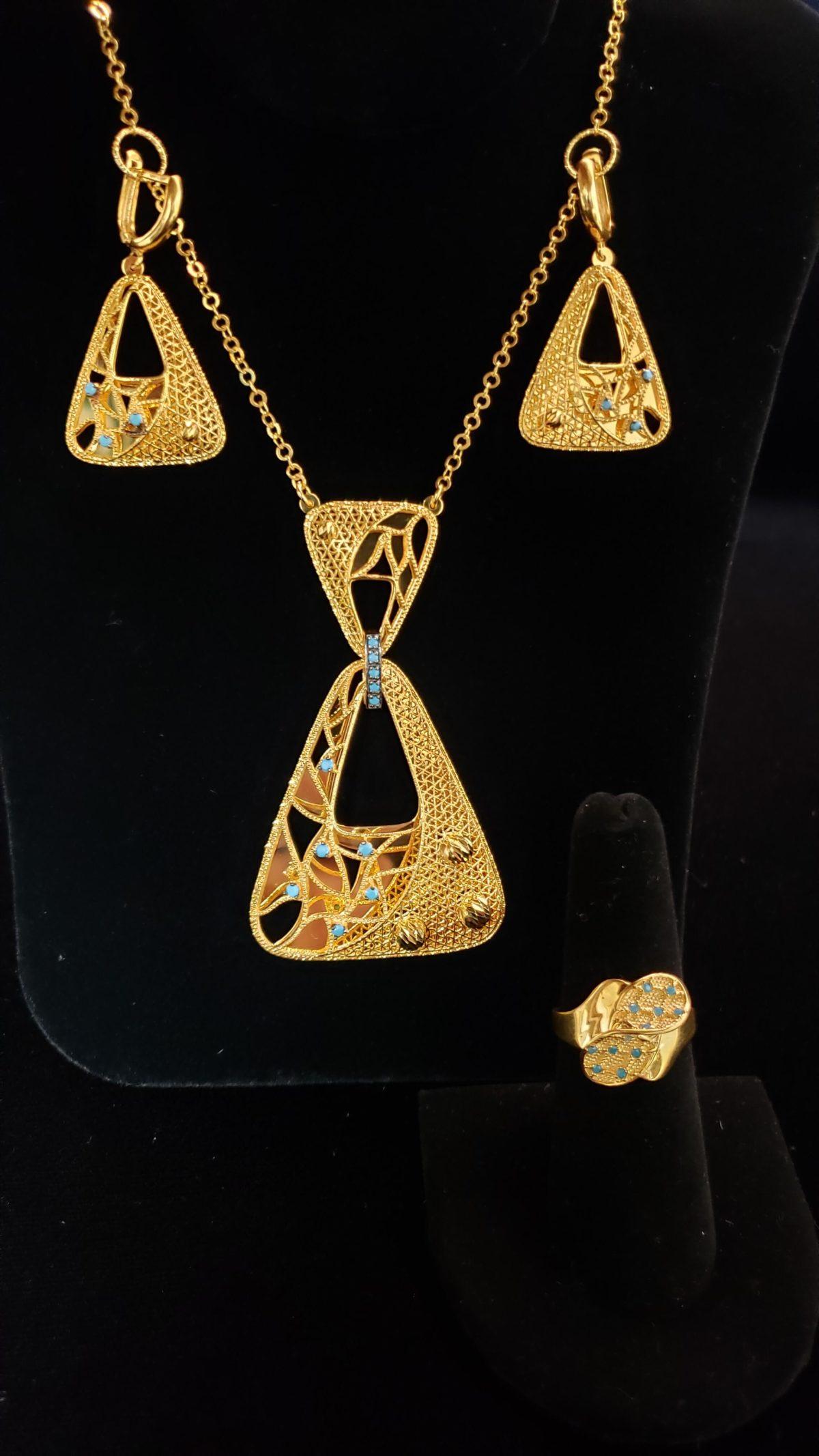 Leenas-Gold-Necklace