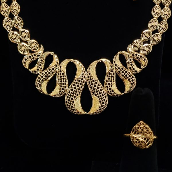 Leenas-Gold-Necklace