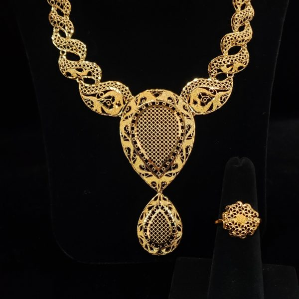 Leenas-Gold-Necklace-Set