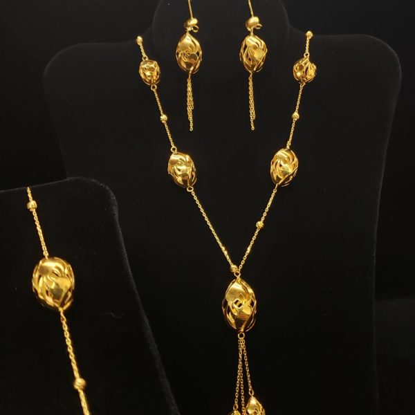 Leenas-Gold-Chain-Set