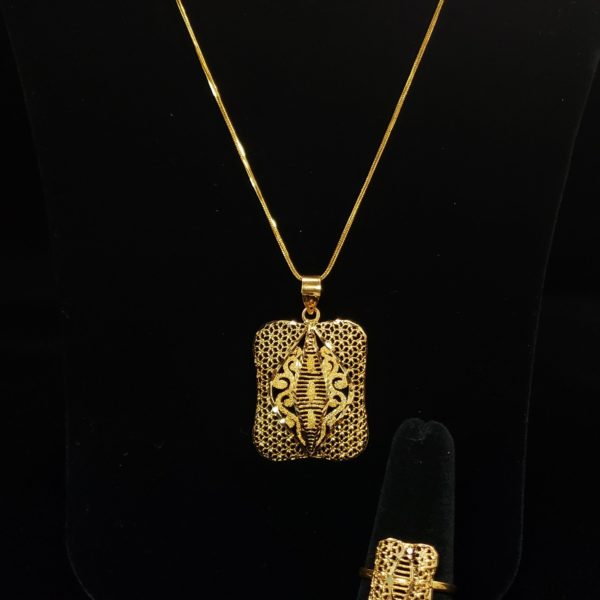 Leena's-Gold-Chain-with-Pendant