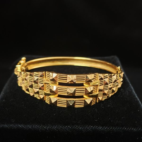Leena's-Gold-Bangle